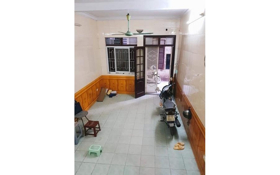 Bán nhà phố Nguyễn Đình Thi, Hồ Tây LÔ GÓC, NỞ HẬU MT 5m Ô TÔ 16 chỗ đỗ cửa!