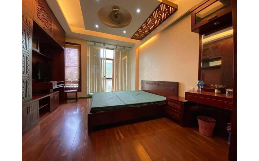 Bán gấp nhà phân lô phố Linh Lang 40m2*6 tầng, ô tô tránh nhà đẹp để ở và kinh doanh tốt